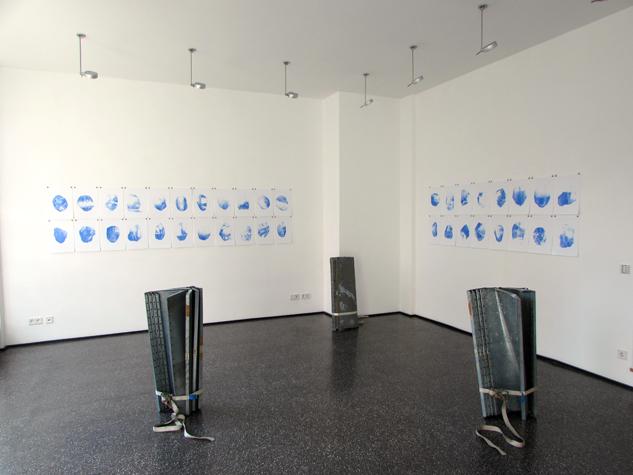 Blue Monday Serie, Ausstellungsansicht Cyantransfer auf Fotopapier, 2014